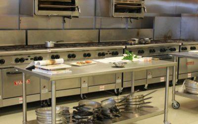 Os riscos do trabalho na cozinha industrial